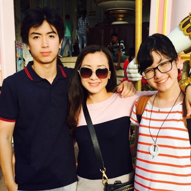 Khánh Huyền - amp;#34;vợ anh trưởng thôn vác tù vàamp;#34;: Trẻ đẹp tuổi U50, hạnh phúc bên chồng thứ 2 - 6