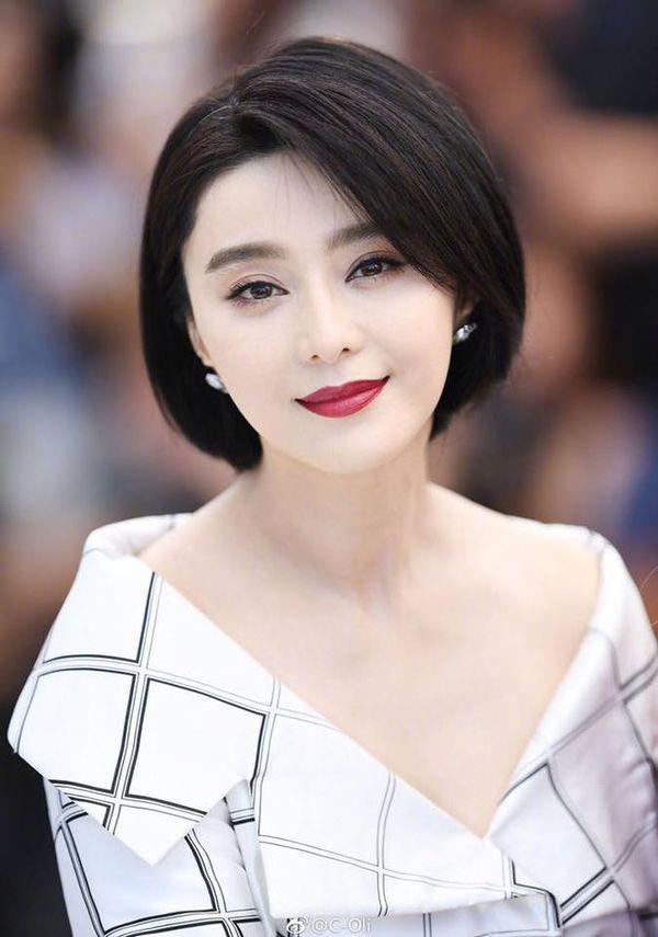 Lên sóng với áo dài trắng, tóc tết hai bên, ai bảo Hồng Nhung đã ngoài 50? - 17