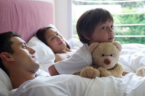 amp;#34;Phan Kim Liên đẹp nhấtamp;#34; thích hôn môi con trai nuôi, nhận hậu quả khi cậu bé dậy thì - 8