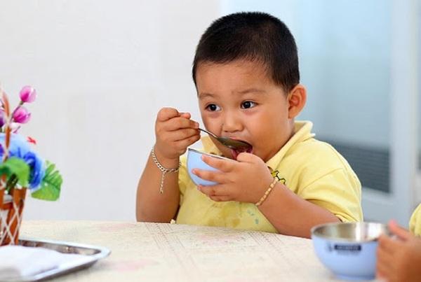 Ăn cháo buổi sáng hay khi ốm cũng đừng ăn theo 4 cách này kẻo tiền mất tật mang - 4