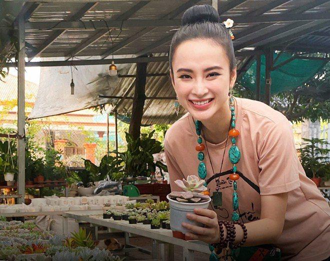 Sao Việt 24h: Hình ảnh đẹp amp;#34;thoát tụcamp;#34; của Angela Phương Trinh ở chùa gây bão mạng - 9