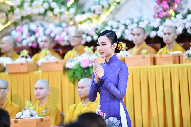 Sao Việt 24h: Hình ảnh đẹp amp;#34;thoát tụcamp;#34; của Angela Phương Trinh ở chùa gây bão mạng - 1