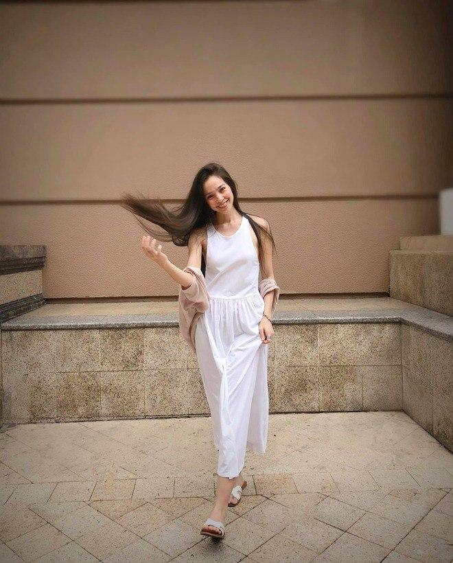 Sao Việt 24h: Hình ảnh đẹp amp;#34;thoát tụcamp;#34; của Angela Phương Trinh ở chùa gây bão mạng - 16
