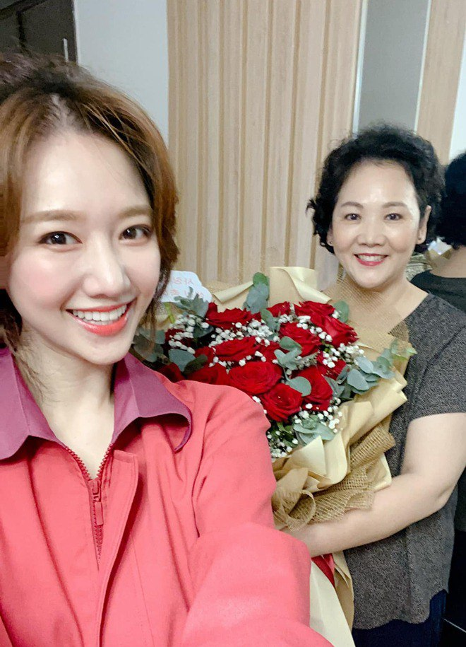 Sao Việt 24h: Hình ảnh đẹp amp;#34;thoát tụcamp;#34; của Angela Phương Trinh ở chùa gây bão mạng - 15