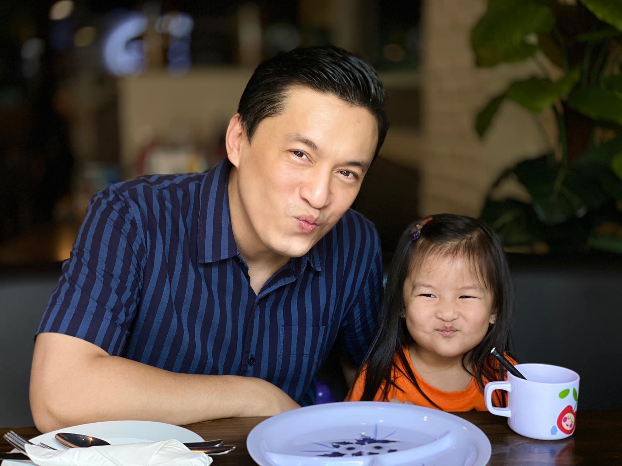 Sao Việt 24h: Hình ảnh đẹp amp;#34;thoát tụcamp;#34; của Angela Phương Trinh ở chùa gây bão mạng - 19