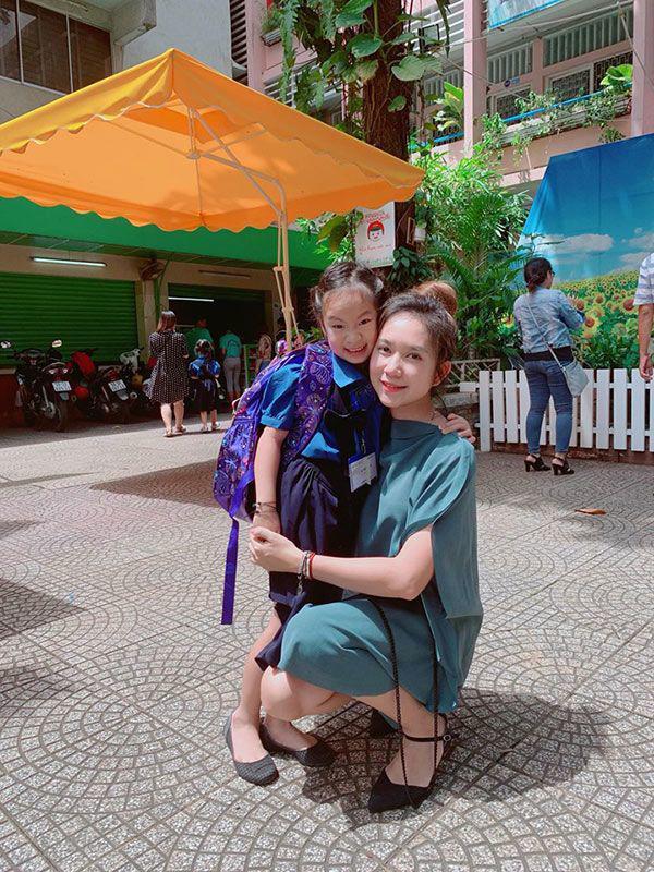 Đưa con đi khai giảng, dân tình để ý nhiều sao Việt đại gia cho con học trường bình dân - 8