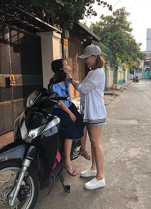 Đưa con đi khai giảng, dân tình để ý nhiều sao Việt đại gia cho con học trường bình dân - 12