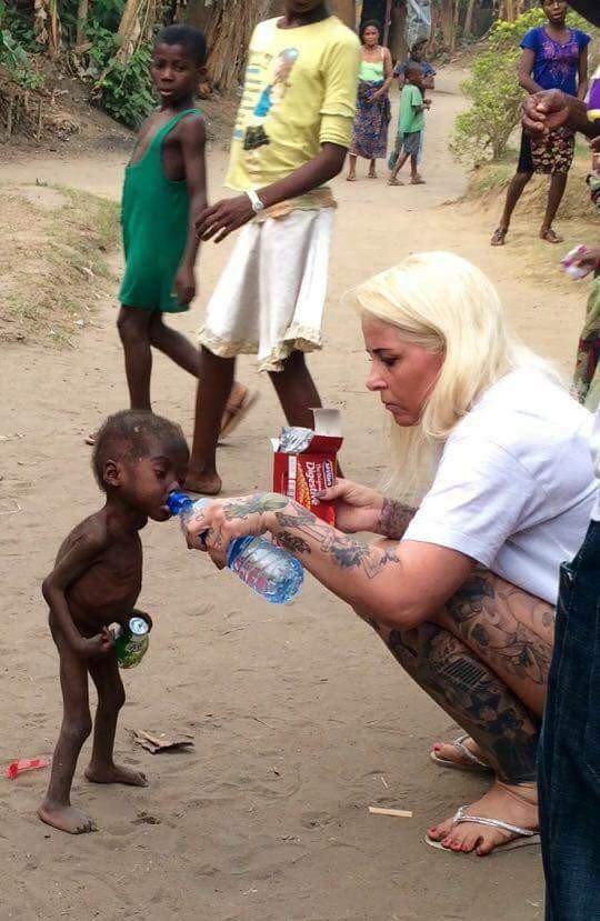 Cuộc sống sung túc, béo mập hiện tại của cậu bé Châu Phi amp;#34;da bọc xươngamp;#34; từng gây sốc - 1