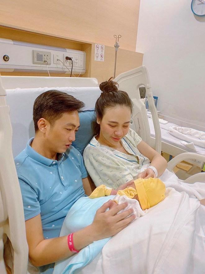 Lộ diện sau 1 tháng sinh nở: Đặng Thu Thảo đẹp mê, cặp bạn thân lấy đại gia đáng nể - 12