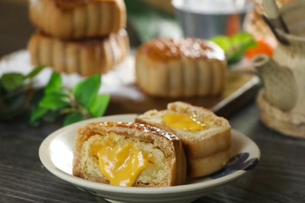 Cách làm bánh trung thu trứng muối và trứng muối tan chảy cực đơn giản - 21