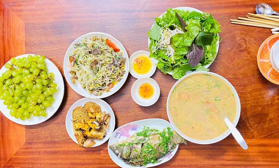 8X Thái Bình cứ nấu ăn là chồng lại xoa bụng, mỗi bữa cơm có giá 100-200 nghìn đồng - 16