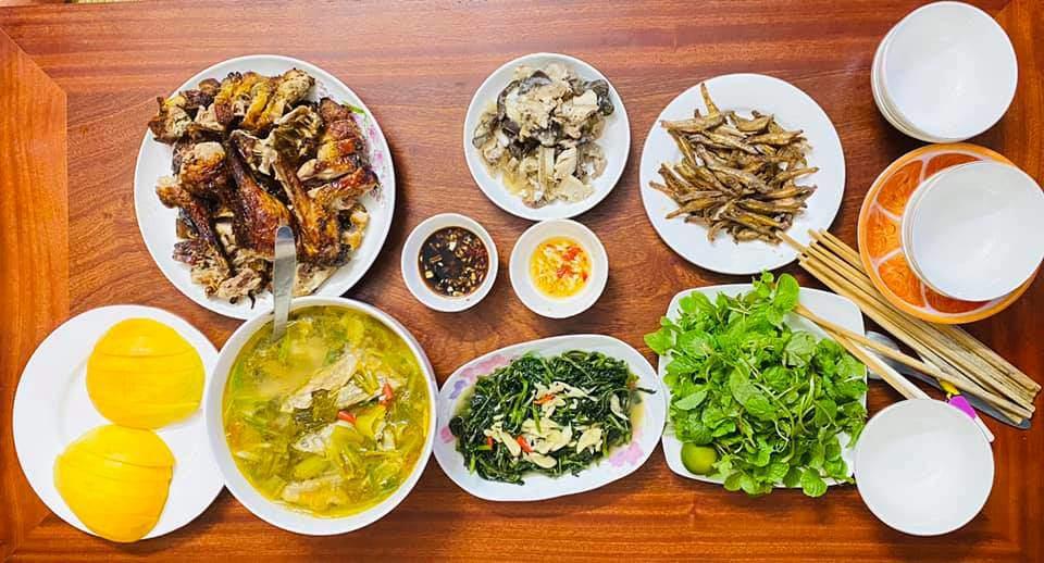 8X Thái Bình cứ nấu ăn là chồng lại xoa bụng, mỗi bữa cơm có giá 100-200 nghìn đồng - 19