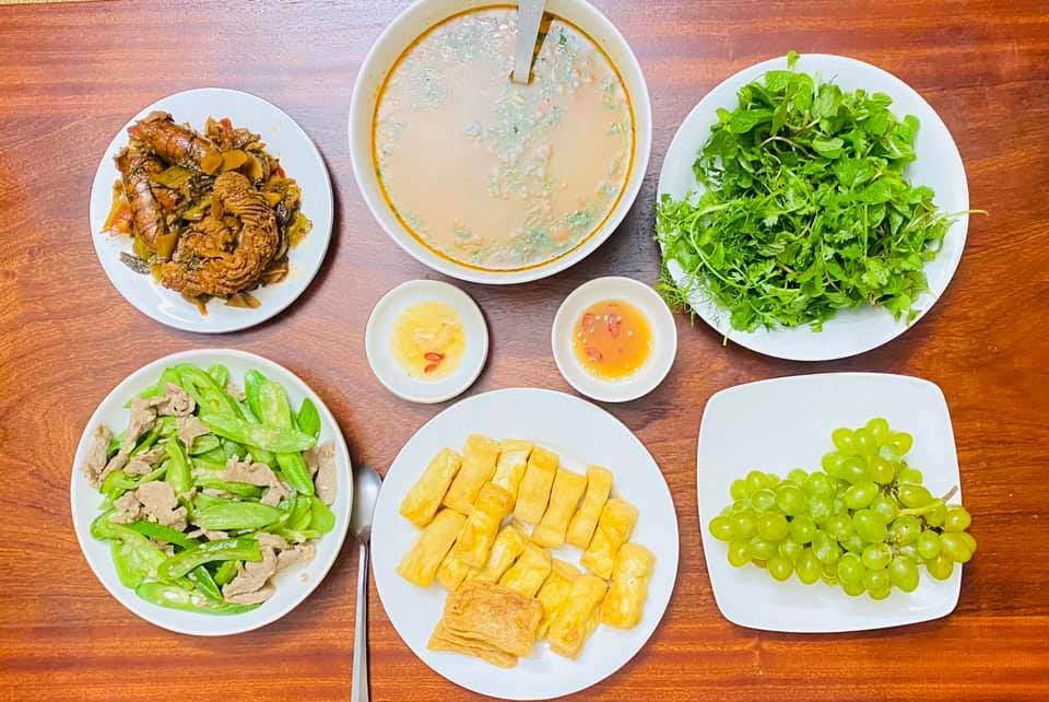 8X Thái Bình cứ nấu ăn là chồng lại xoa bụng, mỗi bữa cơm có giá 100-200 nghìn đồng - 6