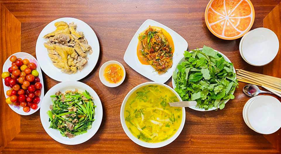 8X Thái Bình cứ nấu ăn là chồng lại xoa bụng, mỗi bữa cơm có giá 100-200 nghìn đồng - 8