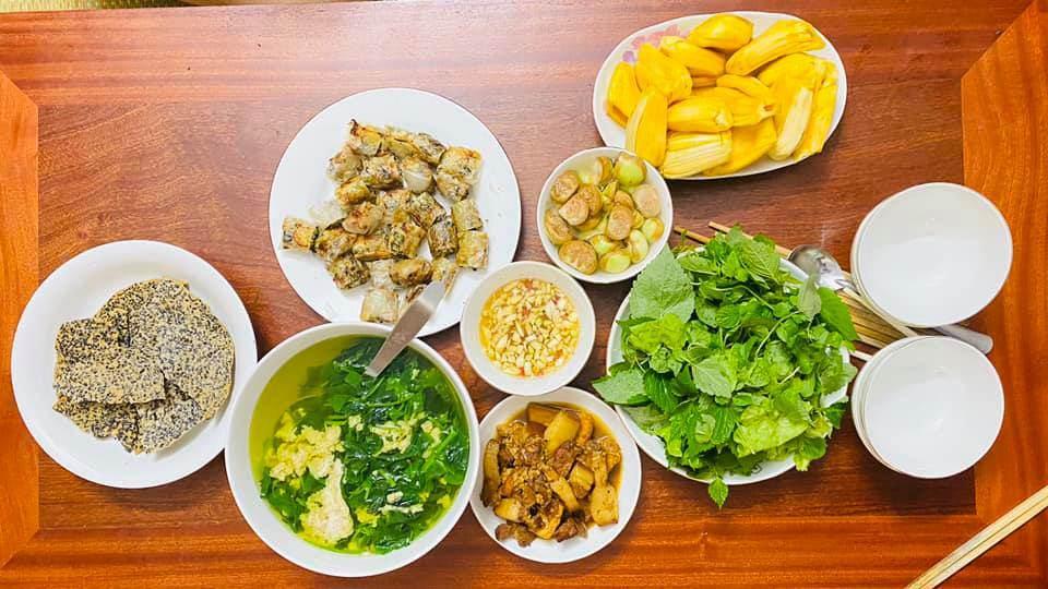 8X Thái Bình cứ nấu ăn là chồng lại xoa bụng, mỗi bữa cơm có giá 100-200 nghìn đồng - 9