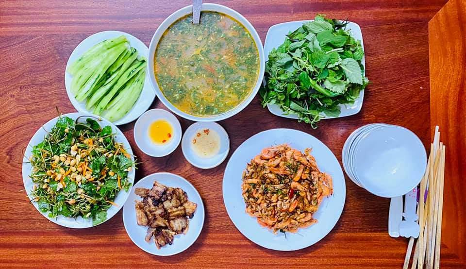 8X Thái Bình cứ nấu ăn là chồng lại xoa bụng, mỗi bữa cơm có giá 100-200 nghìn đồng - 10
