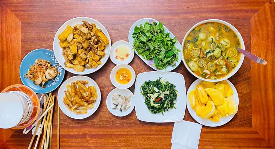 8X Thái Bình cứ nấu ăn là chồng lại xoa bụng, mỗi bữa cơm có giá 100-200 nghìn đồng - 13