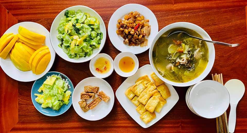 8X Thái Bình cứ nấu ăn là chồng lại xoa bụng, mỗi bữa cơm có giá 100-200 nghìn đồng - 14