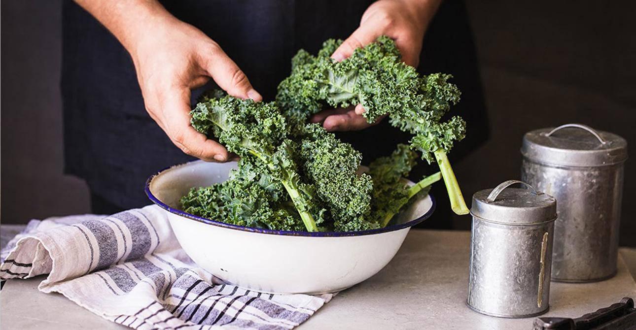 Vào bếp tự chuẩn bị đồ ăn vặt healthy vượt thử thách công sở: càng ăn dáng càng đẹp - 1