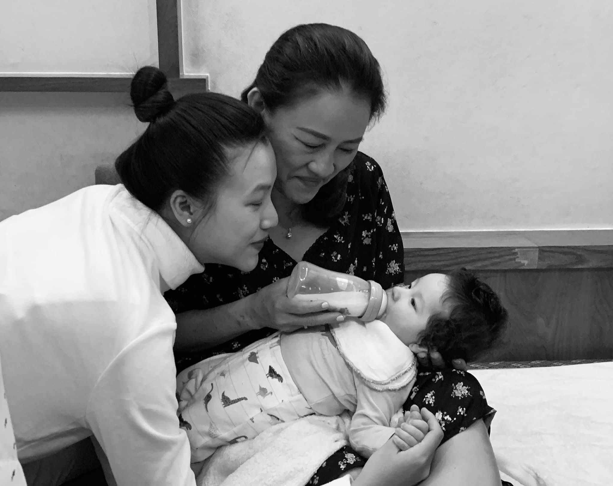 Xa chồng Tây, Hoàng Oanh phải ngồi xe lăn giữ thai, sau sinh bế con trào nước mắt - 5