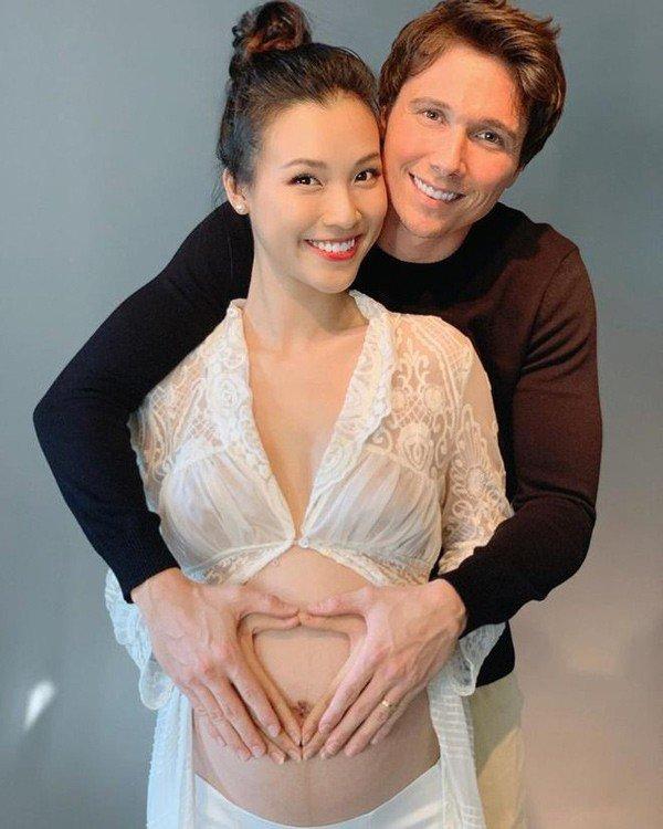 Xa chồng Tây, Hoàng Oanh phải ngồi xe lăn giữ thai, sau sinh bế con trào nước mắt - 3