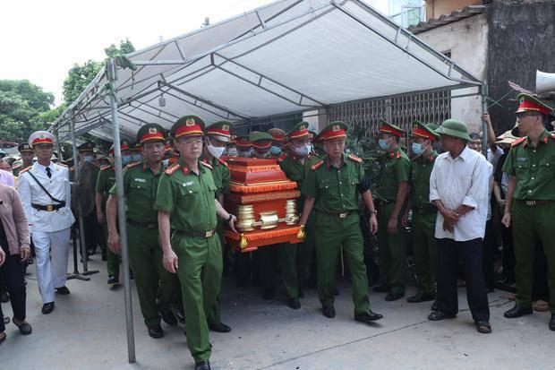 Đám tang đẫm nước mắt, hàng trăm người dân đến tiễn đưa chiến sĩ CSCĐ bị tông tử vong - 5