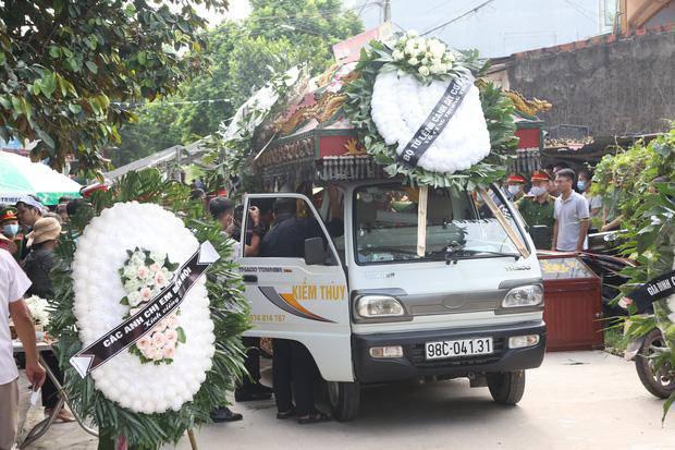 Đám tang đẫm nước mắt, hàng trăm người dân đến tiễn đưa chiến sĩ CSCĐ bị tông tử vong - 4