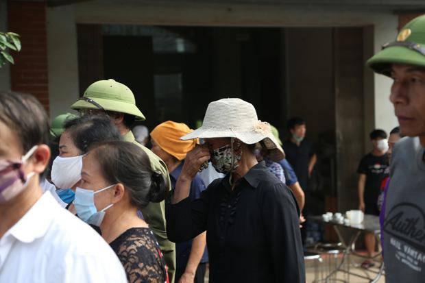 Đám tang đẫm nước mắt, hàng trăm người dân đến tiễn đưa chiến sĩ CSCĐ bị tông tử vong - 12