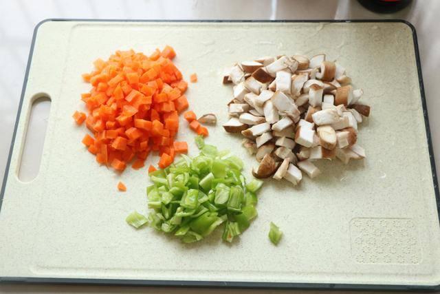 Cho gạo cùng những thứ này vào nồi cơm điện, nửa tiếng sau được bữa ngon không cần nấu nhiều - 3
