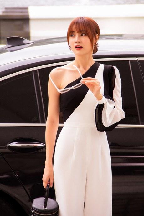 Lan Ngọc diện váy trễ nải khoe điểm gợi cảm hiếm có - 5