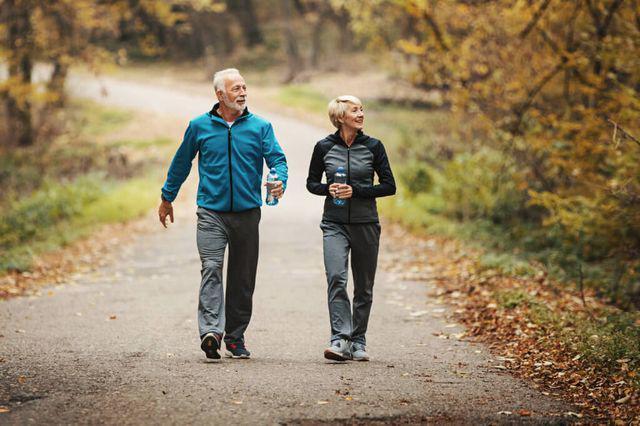 Những người sống lâu sẽ có 6 đặc điểm này khi đi bộ, bạn có mấy đặc điểm? - 3