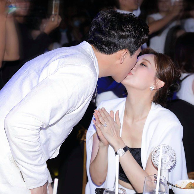 Hari Won - Trấn Thành hôn nhau 10 phút 1 lần, chưa sốc bằng tuyên bố chuyện amp;#34;giường chiếuamp;#34; - 1