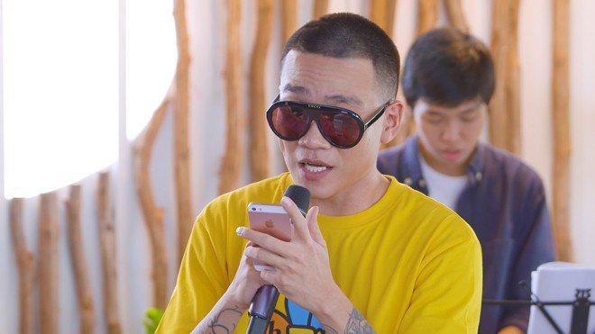 HLV duy nhất của Rap Việt chưa lộ người thương: Muốn thân hình amp;#34;bựamp;#34; lên để bảo vệ bạn gái! - 12