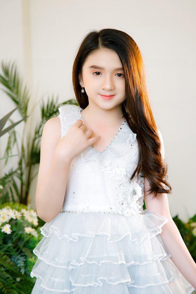 Bé gái nổi khắp Đà Lạt vì giống Hương Giang, 9 tuổi bắt xe đêm lên SG học người mẫu - 5