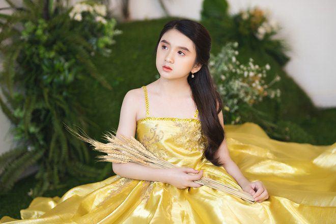 Bé gái nổi khắp Đà Lạt vì giống Hương Giang, 9 tuổi bắt xe đêm lên SG học người mẫu - 8
