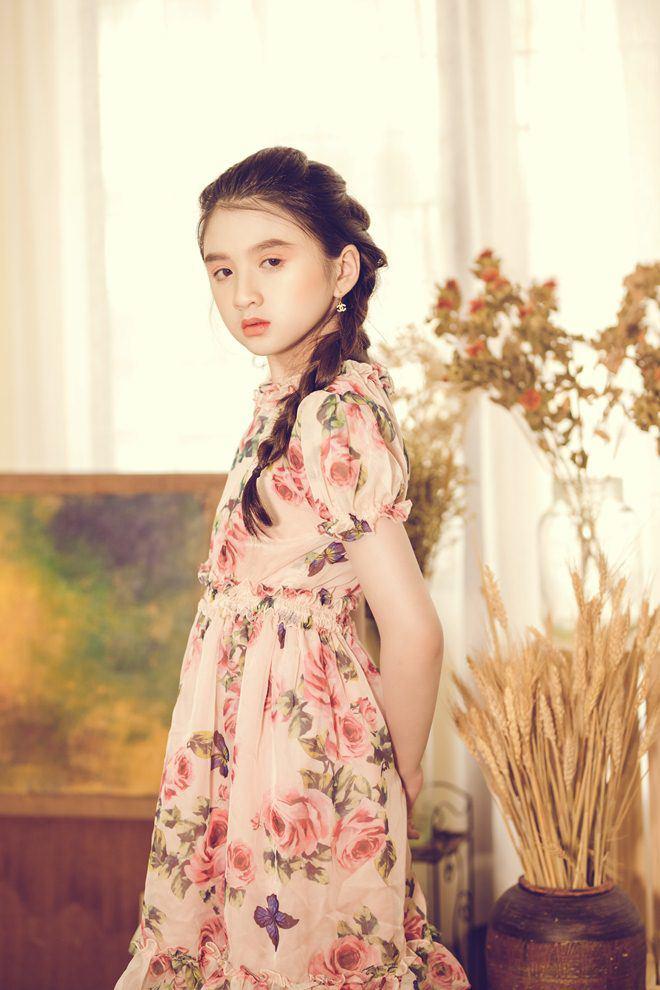 Bé gái nổi khắp Đà Lạt vì giống Hương Giang, 9 tuổi bắt xe đêm lên SG học người mẫu - 14