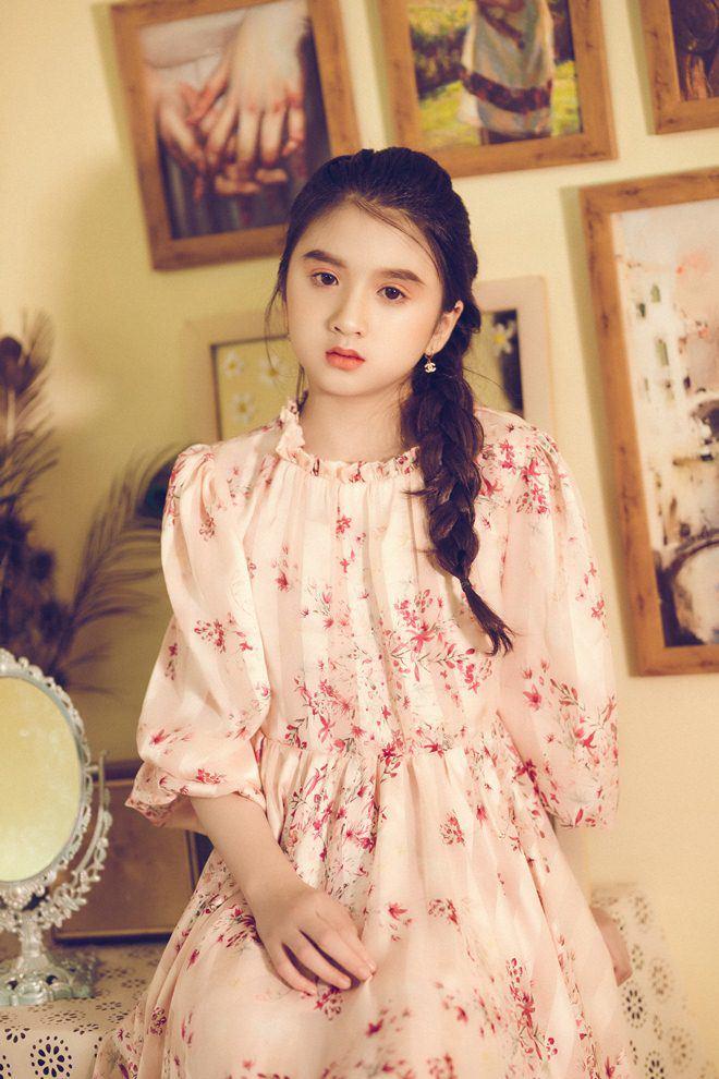 Bé gái nổi khắp Đà Lạt vì giống Hương Giang, 9 tuổi bắt xe đêm lên SG học người mẫu - 15