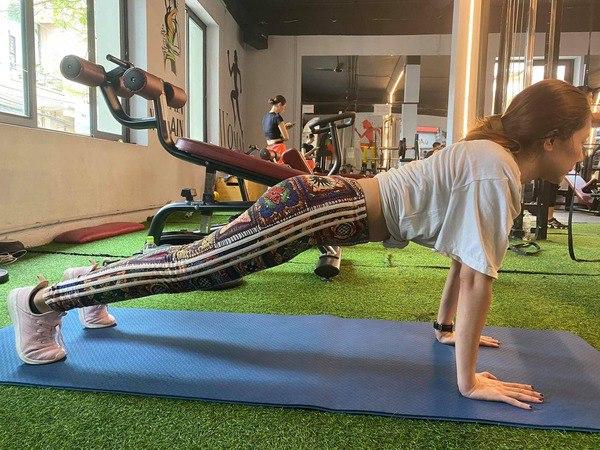 Chán gym, mỹ nhân Cô gái xấu xí một thời chuyển sang tập yoga để duy trì dáng nuột nà - 4