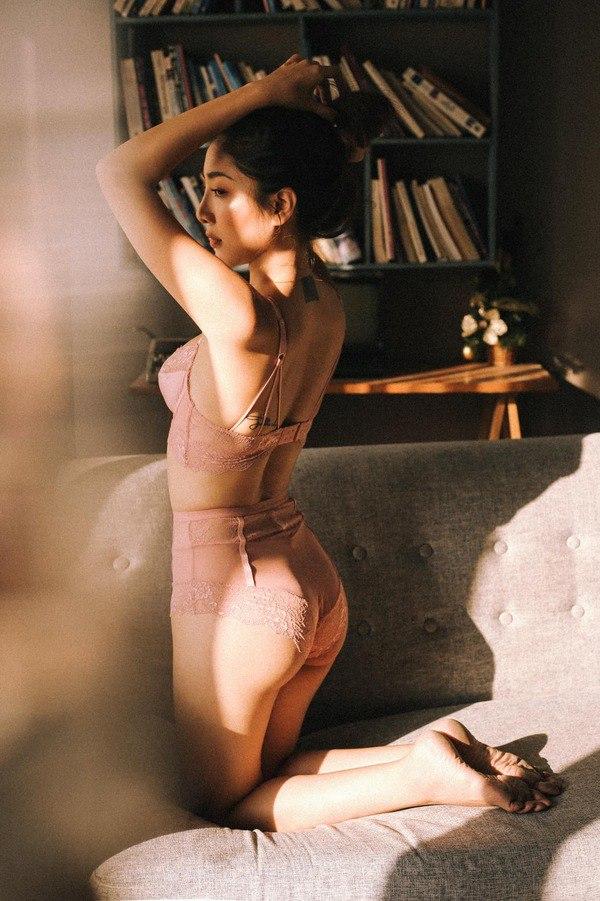 Chán gym, mỹ nhân Cô gái xấu xí một thời chuyển sang tập yoga để duy trì dáng nuột nà - 3