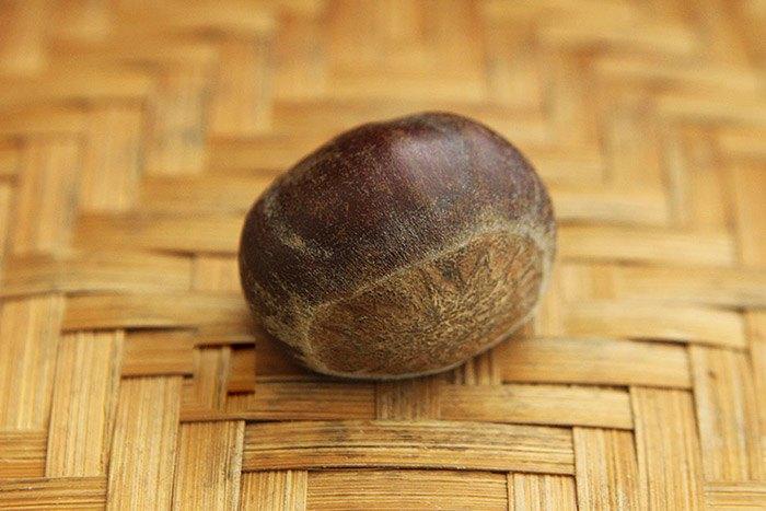 Mua hạt dẻ, chọn hạt cái mới thơm bùi ngọt, hạt đực ít thịt lại kém ngon-6