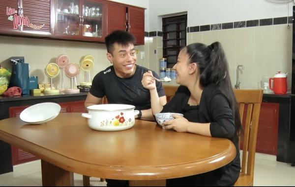 Sao nam Việt tiền rải khắp nhà đích thân đi chợ, vào bếp nấu đồ bổ cho vợ đẻ - 4