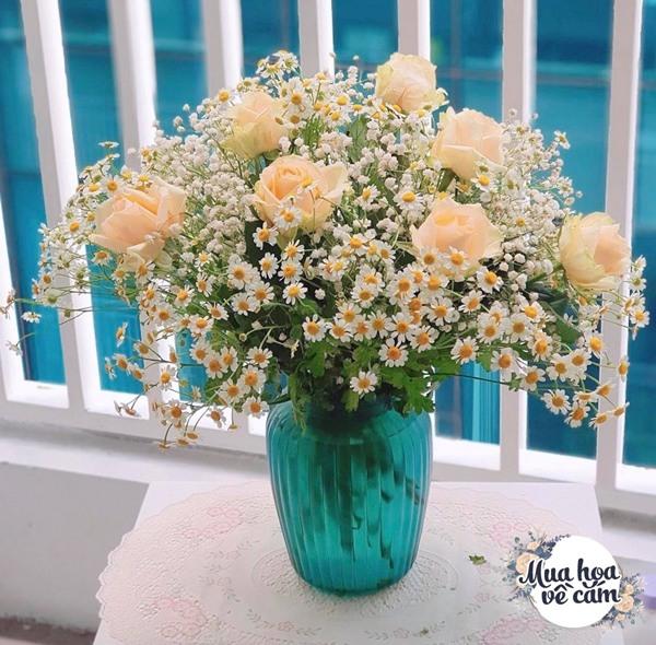 Không nước rửa bát, chẳng dùng đường, đây mới là thứ giúp mẹ Hà Nội cắm hoa không thối hỏng - 11