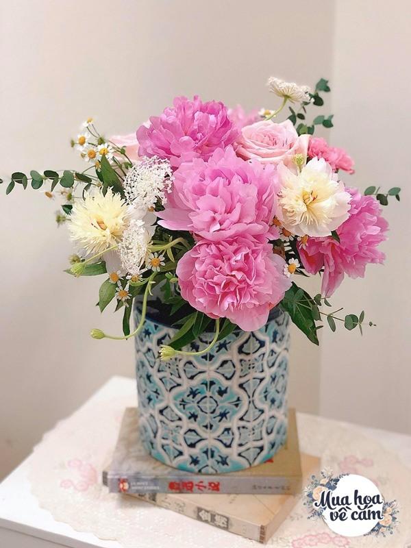 Không nước rửa bát, chẳng dùng đường, đây mới là thứ giúp mẹ Hà Nội cắm hoa không thối hỏng - 23