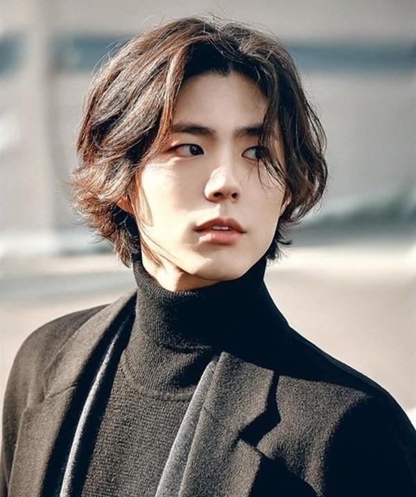 Những kiểu tóc nam dài đẹp chuẩn men và vô cùng phong cách - 10