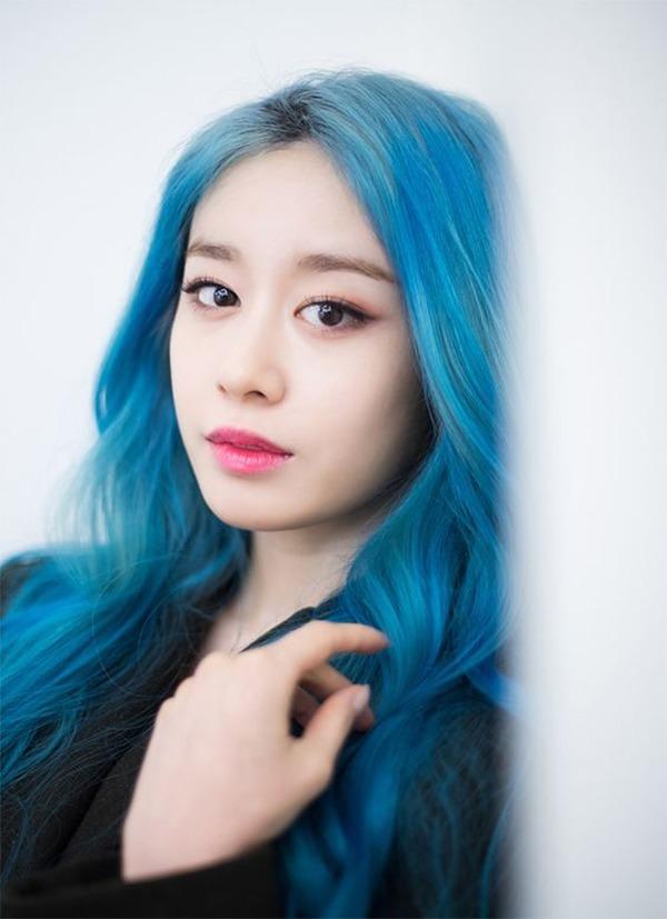 Những màu tóc xanh rêu đẹp ấn tượng phù hợp với mọi gương mặt - 12
