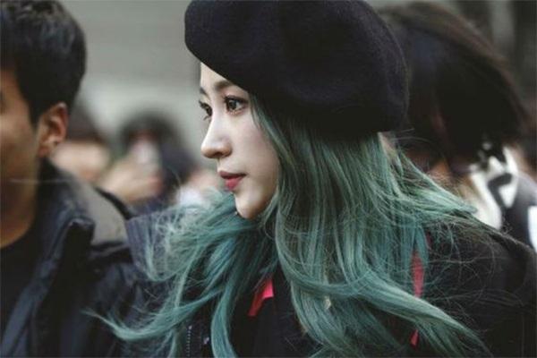 Những màu tóc xanh rêu đẹp ấn tượng phù hợp với mọi gương mặt - 3