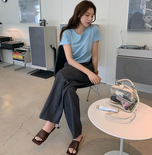 Với những set đồ tối giản này, nàng chỉ mất 5 phút mỗi sáng để chỉn chu tới công sở - 1