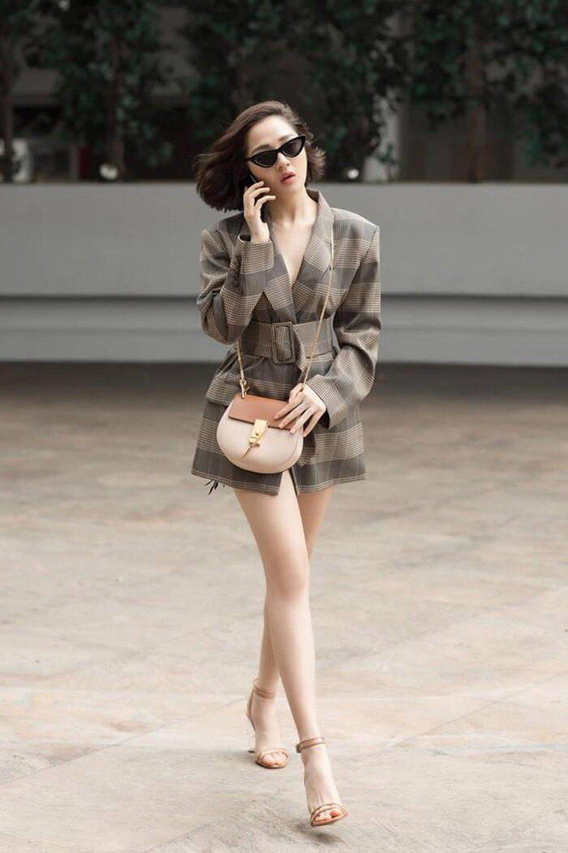 Khi mỹ nhân Việt diện vest amp;#34;quên quầnamp;#34;: người khoe chân tong teo, người bị chỉ trích mặc như không - 6