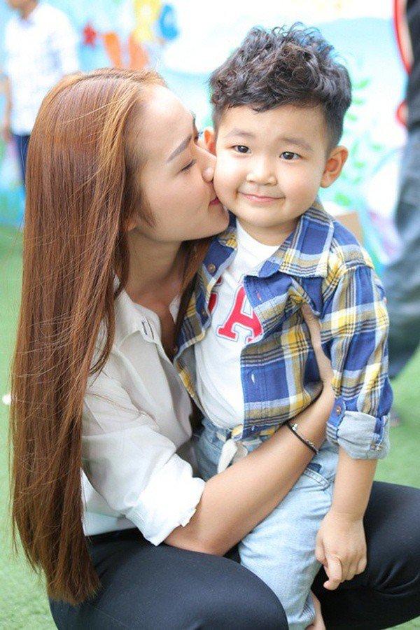 Chưa đầy 20 tuổi đã có bầu, loạt mỹ nhân Việt đình đám sinh con xong vội ly hôn - 7