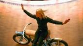 """Những màn biểu diễn mạo hiểm của """"Nữ hoàng"""" xiếc mô tô bay"""